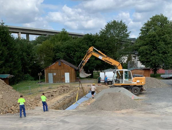 Bauarbeiten auf dem Dorfplatz